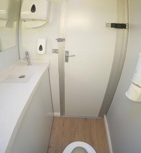solar power portable toilet rental dubai